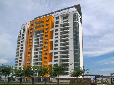 ゴルフ場に隣接した16階建て、人気のモレックエリア内コンドミニアム。